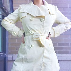 Classic Trench Coat 🧥